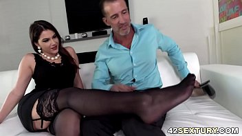 Italian pornstar Valentina Nappi loves playing with her pretty feet and tight asshole