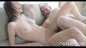 milfs show there pussy