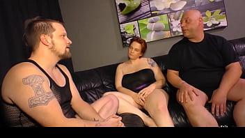 Teeny aus Berlin zu ihren ersten Porno Dreh von 2 Jungspunden ueberredet
