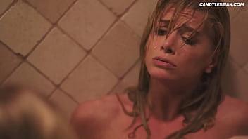 Dos lesbianas cachondas pilladas follando en la ducha