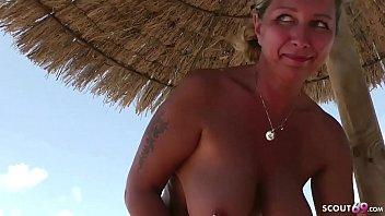 Mutter wird im Urlaub auf Mallorca von fremden Typen gefickt