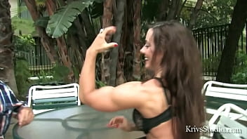 sexy muscle chick armwrestle