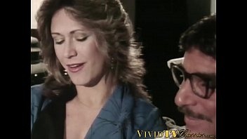 Vintage MILF takes it in her anal hole