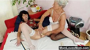 Shaggy oma licks attractive milf in lesbian action