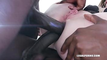Nina Angel comes to face three black bulls IV336