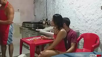 Danny hot fode com o namoradinho na lanchonete e o chapeiro fode ela junto e enche ela de leitinho
