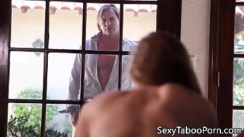 Bigboobed mature eats babes pussy