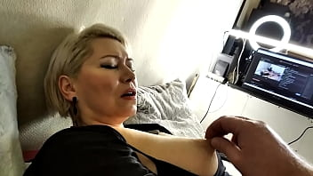 MILF slut goddess Aimee: hard games with big tits and cunt ! A mature blonde AimeeParadise with big tits moans sweetly from twisting nipples, her husband's fist in her pussy and other sweet torments ...