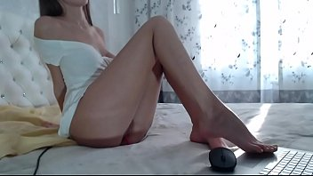 presious girl on webcam show Thumbnail