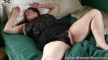 Chubby gilf Lisa wakes up and takes care of her hungry pussy in bed (now available in Full HD 1080P). Bonus video: USA BBW gilf Fannie.