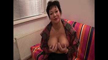 Milf does the housework every day and now dares to masturbate in front of the camera