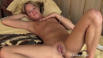 Hottie Yanks blonde Jewles having fun with her Hitachi to orgasm