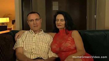Gamle kone med store bryster...
