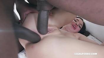 Sasha Coxx comes to test kinky black bulls IV362
