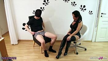 Reife deutsche Hausfrau Katie laesst Scout69 User mit geilen Dirty Talk auf ihr Beine spritzen