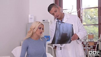 Busty British babe Sienna Day gives her fetish loving doctor an unforgettable footjob