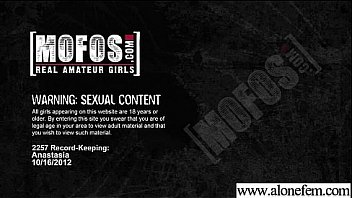 Freak Teen Amateur Girl Insert Toys In Pussy video-10