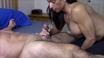 Muscular girl sucking small dick