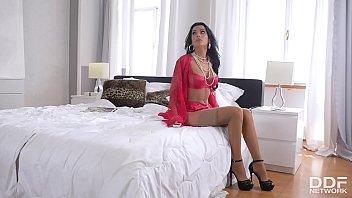 Hot-blooded foot fetish action with leggy goddess Shalina Devine makes you cum hard