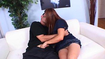 didalino e scopata sul divano del dottore in attesa della visita ginecologica