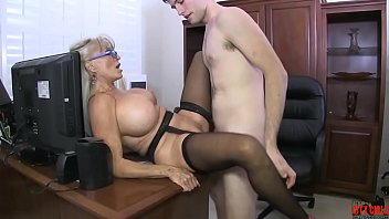 Mature MILF loves finding 18 to 20 year old guys to bang away at her mature pussy