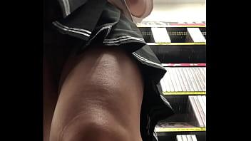 CD i-maki precum in porno shop