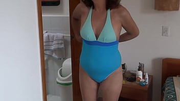 Initial video - 58-year-old Latin mother on vacation at the beach, she loves to show off in a bikini and her hairy pussy, she loves to see how she makes his cocks very hard, she masturbates intensely, several orgasms, she screams for her cock nephew