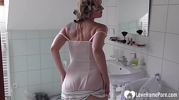 She is a hottie who is here to make you feel good, so watch her masturbate.