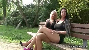 Blonde Milf und ihr Freund probieren Kamasutra stellungen und sie schluckt sperma