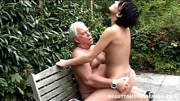 Les Hommes Plus Ages Qui...