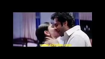 kareena kapoor kiss www smsxx blogspot com flv