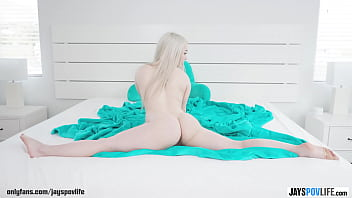 TINY BLONDE TEEN GETS FUCKED BY LUCK PHOTOGRAPHER