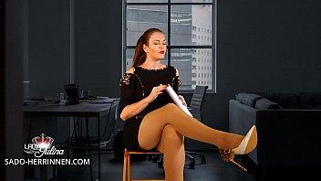 Vorstellungsgespräch eines devoten Nylon- und Fußsklaven bei der Office Herrin