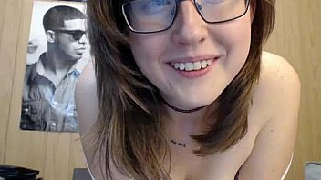 Watch happylilcamgirl_stream_in_a_friend's_guest_room_-_mfc.happylilcamgirl.com preview