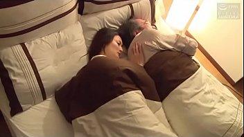 Japanse vrouw geneukt met echtgenoot vriend (Mehr sehen: shortina.com/CmvmvCY)