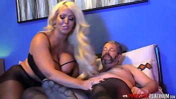 MILF Receives Dick From Pantyhose Man