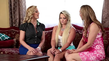threesome lesbians