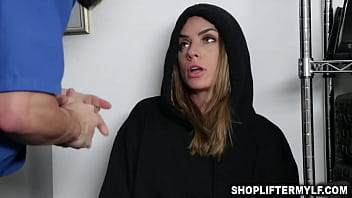Pretentious MILF Jaimie Vine is a shoplifter
