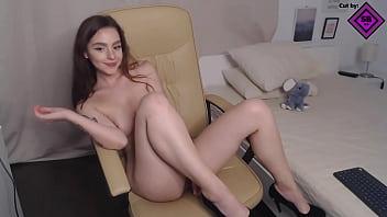 Russian camgirl masturbates and dances on webcam