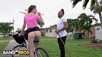BANGBROS - Alex Blake The Newspaper Delivery Girl Providing Good Customer Service