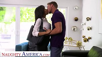 Gia milana gives it to her boss' man