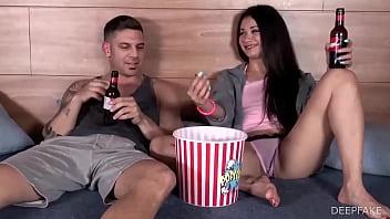 Antonio y su Hermana Politica, viendo porno en la cama