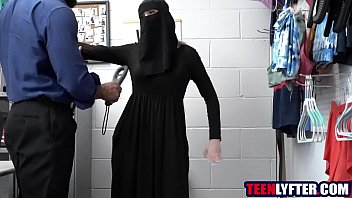 Teen thief to take off her hijab for strip search