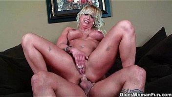Milf Blonde aime le sexe...