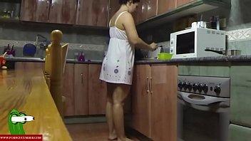 jesus sanchezx chico b. teniendo sexo con su esposa en la cocina