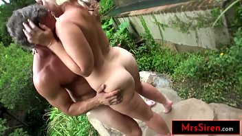 Real Life Texas Hotwife Dee Siren Bangs a Friend While her Husband Tapes The Action Outdoors