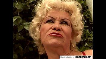 Cocksucker bedstemor pornoostjerner Effie fik...