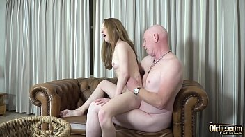 Amateur teenager gets her pussy hardcore fucked by the old man