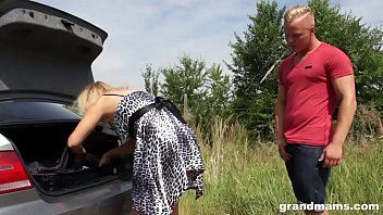 Fucking old MILF by the car