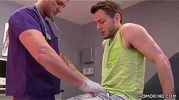 Gay doctor sucking off his handsome patient - XNXX.COM